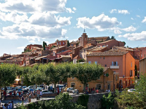 View of the market in Roussillon.