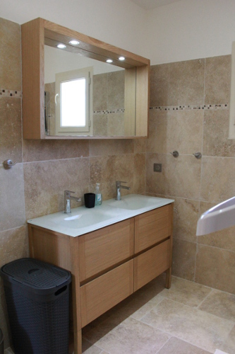 View of the shared bathroom in Taillades