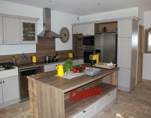 View of well equipped kitchen in the new Villa in Taillades.