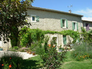 The farmhouse - 17th century built from Gordes white stone.