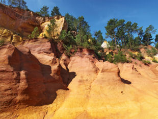 Provence bike tours - View of the Ocre landscape around Roussillon.