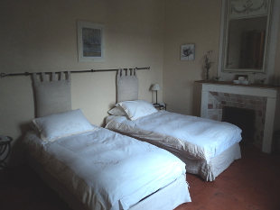 Room Ménerbes - two single beds or one double.