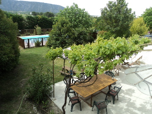 Room Ménerbes - View over the pool and garden to the Luberon Mountains.
